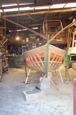 barca in costruzione