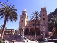 La Cattedrale: fronte sulla piazza Duomo