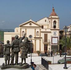 Cefalà Diana: piazza principale
