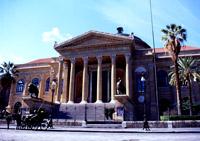 Teatro Massimo: fronte principale