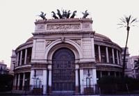 Prospetto principale del Teatro Politeama