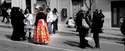Donne con i costumi tradizionali