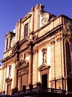Duomo: prospetto principale sulla omonima piazza