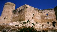 Le imponenti strutture del castello