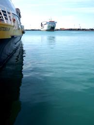 Navi al porto di Trapani